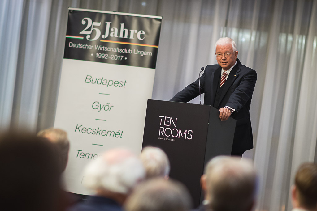 Roland Koch: Integration und Wohlstand